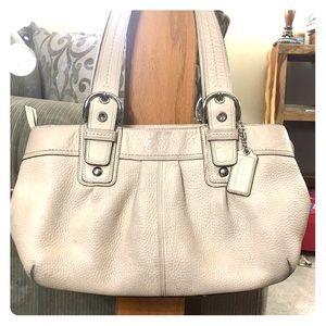💕 Coach creme pebble grain leather satchel 💕